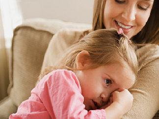 Ребенок не отходит от мамы